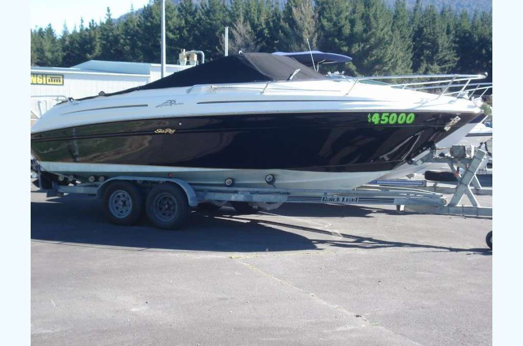 Sea Ray 215 Expressd Cruiser for sale in New Zealand on