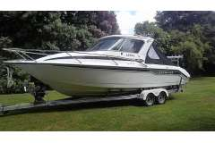 Rayglass 2500 Legend with Mercruiser 300hp