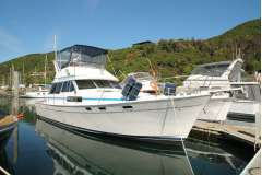 Bayliner 3888, all GRP, 2 x Hino diesels, genset, 6 berths, beautifully presented