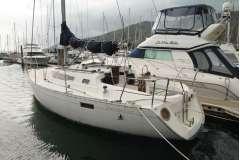 Beneteau 320 cruising yacht