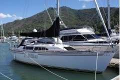Lotus 10.6 Cruiser/Racer Yacht